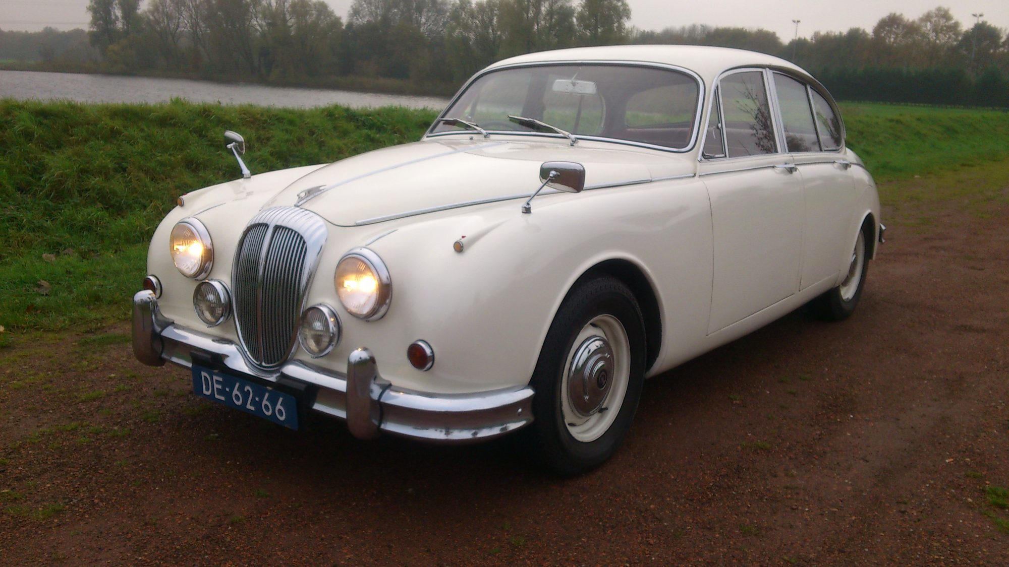 Sports Cars For Sale >> Daimler 250 V8 - Classic Sports Cars Holland
